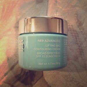 Arbonne Re9 Advanced Lifting and Contouring cream